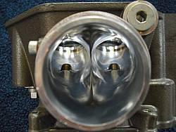 Optimierung des Strömungsflusses durch Ausschleifen der Kanäle im Zylinderkopf